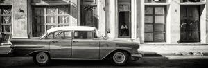 Cuba Fuerte Collection Panoramic BW - Old Car in Havana by Philippe Hugonnard
