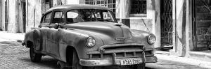 Cuba Fuerte Collection Panoramic BW - Old Chevrolet II by Philippe Hugonnard