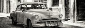 Cuba Fuerte Collection Panoramic BW - Old Chevrolet by Philippe Hugonnard