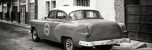 Cuba Fuerte Collection Panoramic BW - Taxi Pontiac 1953 by Philippe Hugonnard