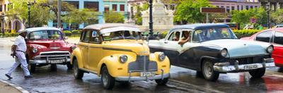 Cuba Fuerte Collection Panoramic - Vintage American Car Taxi of Havana by Philippe Hugonnard