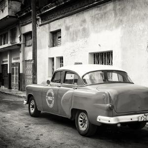 Cuba Fuerte Collection SQ BW - Taxi Pontiac 1953 by Philippe Hugonnard