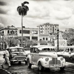 Cuba Fuerte Collection SQ BW - Urban Scene in Havana by Philippe Hugonnard
