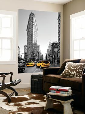 Flatiron Building - Taxi Cabs Yellow - Manhattan - New York City - United States by Philippe Hugonnard