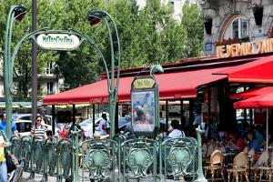 Paris Focus - Metropolitain Saint Michel by Philippe Hugonnard