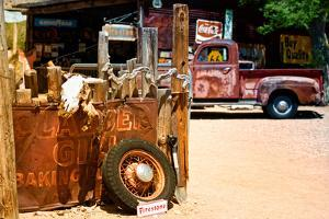 Van - Route 66 - Gas Station - Arizona - United States by Philippe Hugonnard