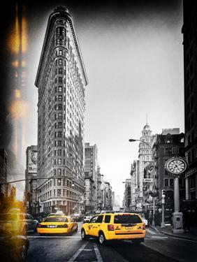 Vintage Black and White Series - Flatiron Building and Yellow Cabs - Manhattan, New York, USA by Philippe Hugonnard