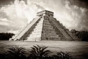 ¡Viva Mexico! B&W Collection - El Castillo Pyramid I - Chichen Itza by Philippe Hugonnard
