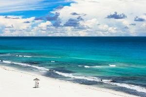 ¡Viva Mexico! Collection - Ocean and Beach View - Cancun by Philippe Hugonnard