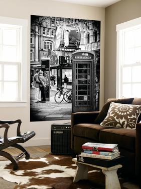 Wall Mural - Loving Couple Kissing and Red Telephone Booth - London - UK - England by Philippe Hugonnard