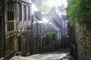 Dinan, Jerzual Street by Philippe Manguin