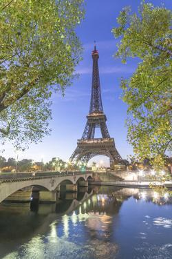 Eiffel Tower in green by Philippe Manguin
