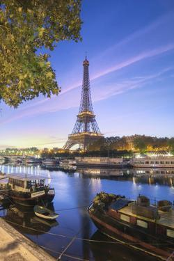 First light on Paris by Philippe Manguin