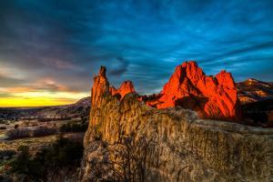 Garden of the Gods Sunrise by Photo by Matt Payne of Portland Oregon