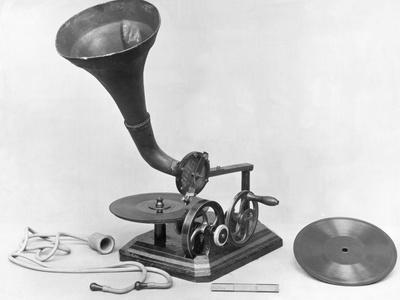 https://imgc.allpostersimages.com/img/posters/photograph-of-early-grammaphone_u-L-PZMMB80.jpg?p=0