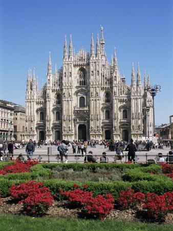 https://imgc.allpostersimages.com/img/posters/piazza-del-duomo-milan-italy_u-L-P1JS6B0.jpg?artPerspective=n
