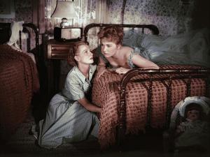PICNIC, 1956 directed by JOSHUA LOGAN Betty Field and Kim Novak (photo)