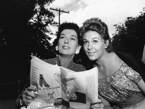 PICNIC, 1956 directed by JOSHUA LOGAN Rosalind Russell and Kim Novak (b/w photo)