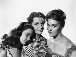 PICNIC, 1956 directed by JOSHUA LOGAN Susan Strasberg, Betty Field and Kim Novak (b/w photo)