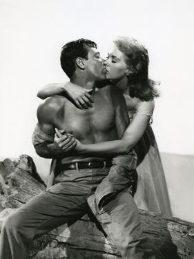 PICNIC, 1956 directed by JOSHUA LOGAN William Holden and Kim Novak (b/w photo)