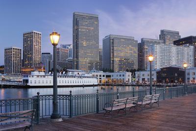 https://imgc.allpostersimages.com/img/posters/pier-7-financial-district-san-francisco-california-usa_u-L-Q11YHCU0.jpg?p=0