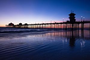 Pier in the Pacific Ocean, Huntington Beach Pier, Huntington Beach, California, USA