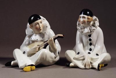 https://imgc.allpostersimages.com/img/posters/pierrot-and-pierrette-porcelain-gotha-manufacture-thuringia-germany_u-L-PP2IRZ0.jpg?p=0