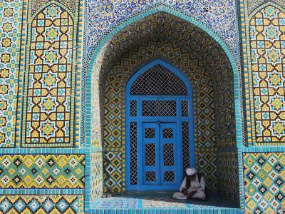https://imgc.allpostersimages.com/img/posters/pilgrim-sits-in-a-niche-at-the-shrine-of-hazrat-ali-mazar-i-sharif-afghanistan_u-L-P1T8N40.jpg?p=0