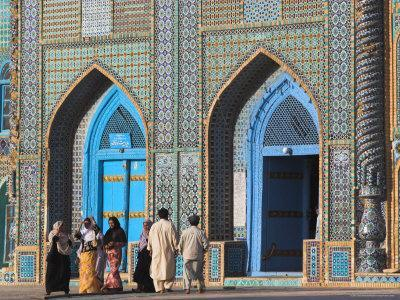 https://imgc.allpostersimages.com/img/posters/pilgrims-at-the-shrine-of-hazrat-ali-who-was-assassinated-in-661-mazar-i-sharif-afghanistan_u-L-P1T7RP0.jpg?p=0