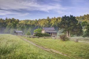 Pioneer Cabins in Cades Cove, Great Smoky Mountains National Park, Tennessee, USA