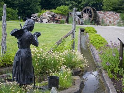https://imgc.allpostersimages.com/img/posters/pioneer-gardener-statue-in-brigham-young-historic-park-salt-lake-city-utah-usa_u-L-PFNFFM0.jpg?p=0