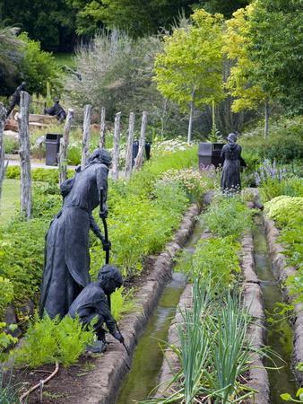 https://imgc.allpostersimages.com/img/posters/pioneer-gardener-statue-in-brigham-young-historic-park-salt-lake-city-utah-usa_u-L-PFNQXP0.jpg?p=0