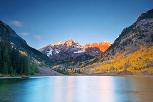 Maroon Lake Sunrise by Piriya Photography