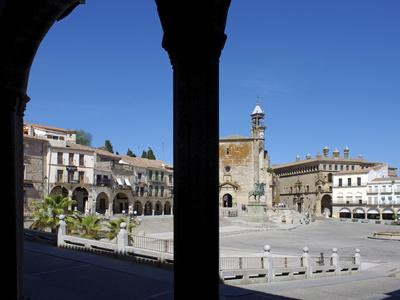 https://imgc.allpostersimages.com/img/posters/pizarro-statue-and-san-martin-church-plaza-mayor-trujillo-extremadura-spain-europe_u-L-PFNHZ70.jpg?p=0
