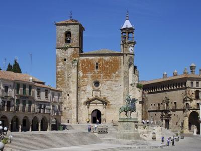https://imgc.allpostersimages.com/img/posters/pizarro-statue-and-san-martin-church-plaza-mayor-trujillo-extremadura-spain-europe_u-L-PFNI050.jpg?p=0