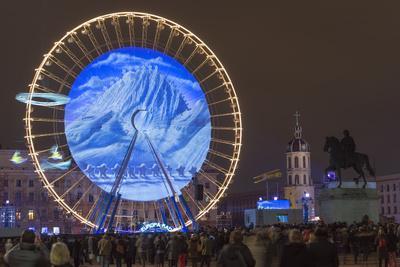 https://imgc.allpostersimages.com/img/posters/place-bellecour-fete-des-lumieres-festival-of-lights-laser-show-lyon-rhone-alpes-france_u-L-PWFM000.jpg?artPerspective=n