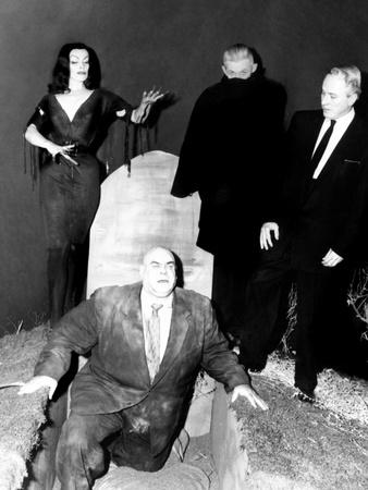 https://imgc.allpostersimages.com/img/posters/plan-9-from-outer-space-vampira-tor-johnson-dr-tom-mason-bela-lugosi-s-double-criswell-1959_u-L-PH2X1W0.jpg?artPerspective=n