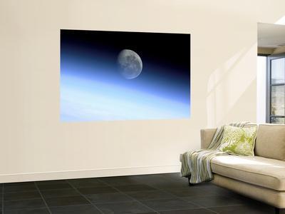 https://imgc.allpostersimages.com/img/posters/planet-s-limb_u-L-PFHCS40.jpg?artPerspective=n