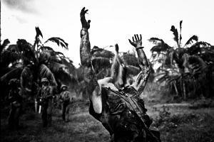 Platoon Arms Raised B&W Movie Poster Print
