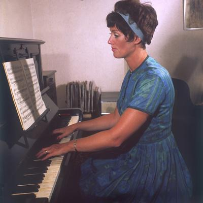 https://imgc.allpostersimages.com/img/posters/playing-the-piano_u-L-Q106W2S0.jpg?p=0