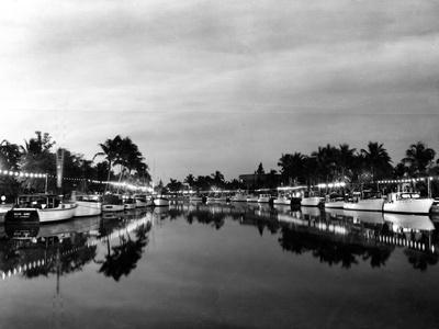 https://imgc.allpostersimages.com/img/posters/pleasure-boats-on-the-new-river-1937_u-L-PPQVA90.jpg?p=0