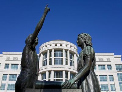 https://imgc.allpostersimages.com/img/posters/pledge-of-allegiance-statue-and-scott-m-matheson-courthouse-salt-lake-city-utah-usa_u-L-PFNEYM0.jpg?p=0