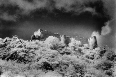 https://imgc.allpostersimages.com/img/posters/poienari-castle-wallachia-romania_u-L-PUSYFU0.jpg?p=0