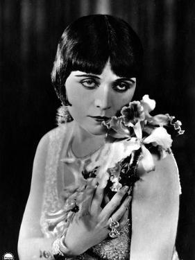 Pola Negri, Flowers