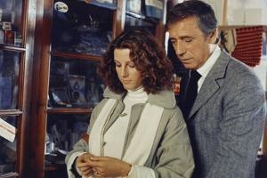 POLICE PYTHON, 1976 directed by ALAIN CORNEAU Stefania Sandrelli and Yves Montand (photo)