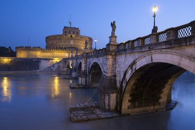 https://imgc.allpostersimages.com/img/posters/ponte-sant-angelo-on-the-river-tiber-and-the-castel-sant-angelo-at-night-rome-lazio-italy_u-L-PWFG6V0.jpg?p=0