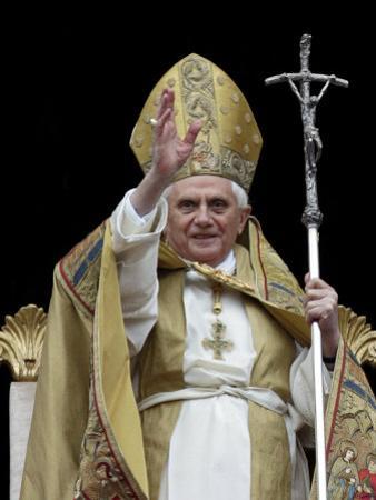 Pope Benedict Xvi Delivers His ''Urbi Et Orbi'' Message