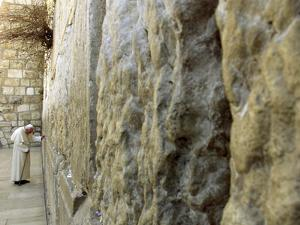 Pope John Paul II Rests His Hand on the Western Wall