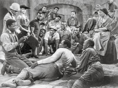 https://imgc.allpostersimages.com/img/posters/porgy-and-bess-portrait-of-people-gathered-together-excerpt-from-film_u-L-Q1170RL0.jpg?artPerspective=n