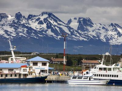 https://imgc.allpostersimages.com/img/posters/port-of-ushuaia-tierra-del-fuego-patagonia-argentina-south-america_u-L-PFNOWM0.jpg?p=0
